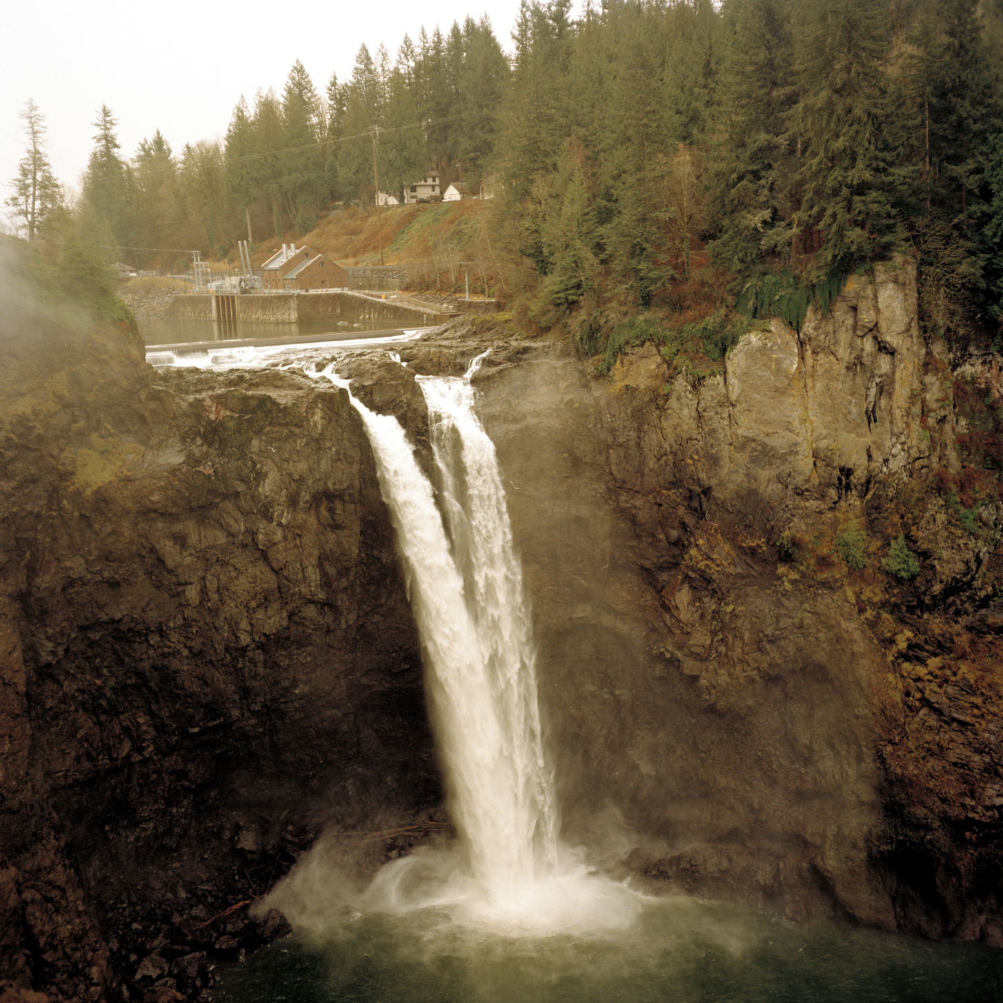Snoqualmie Fall - Analog Travel Photographer Charlie Sin